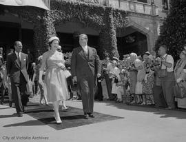 Queen Elizabeth II and Premier Bennett