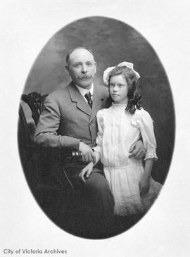 Florence Munn with her father Harold Munn