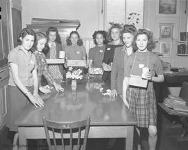 War effort, girls collection for the Red Cross