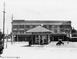 Union Oil station, 2620 Government Street