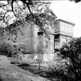"Bullen family home on the north side of Esquimalt Road, west of Head Street known as ""Oakdene"""