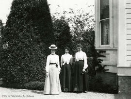 527 Esquimalt Road, Agnes and Bertha Muirhead in garden