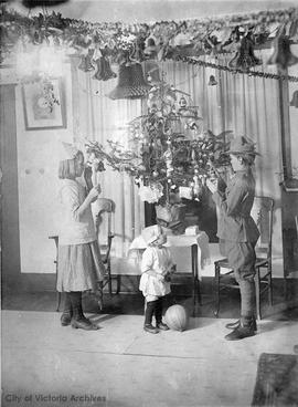 Christmas at the William A. Blake family residence, 849 Princess Avenue