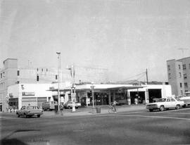 1400 Blanshard Street. Shell gas station