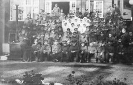 Soldiers and nurses outside Resthaven Hospital