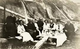 Picnic below Dallas Road cliffs. Lowe, Brown and Lothian families
