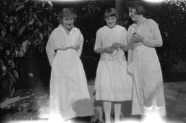 Doris, Phillis & Mona Finlayson at their place