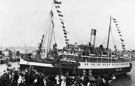 "Troops departing on the ""Princess Sophia"""