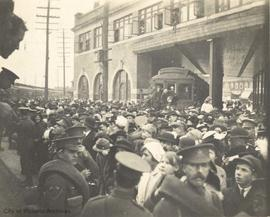Crowds at New Westminster seeing off soldiers as they embark for England