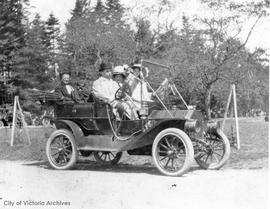 Richardson family in their 1912 Buick