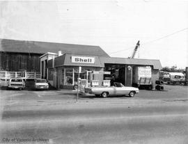 326 Bay Street. Shell gas station