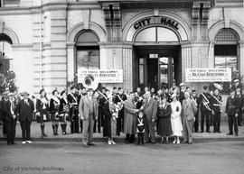Dr. Charles Beresford and all the members of the Beresford Practical School of Music in front of ...