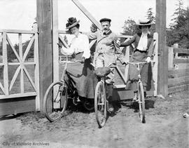 Stoddart family on bicycles at Willows