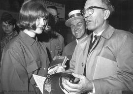 Jaycee Fair : Tommy Douglas and Bill Scott visiting the Republic of China Booth