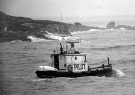 Pilot boat called to rescue sunken craft off Ross Bay