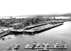 Ramparts of Empress Hotel : views of Victoria