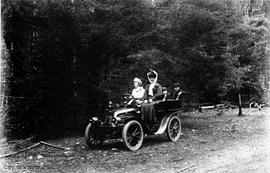 Barnsley family in a Renault car at Langford Lake
