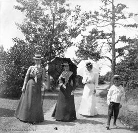 A. McClure or G. Porter, Clara Elworthy, Louise Boggs, and Robert Elworthy