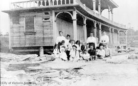 Bath house on Dallas Road, Winter family