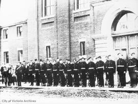 Fifth Regiment volunteer for the Boer war taken outside drill hall, Menzies Street