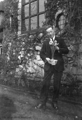 Francis Mawson Rattenbury with pot of paperwhites
