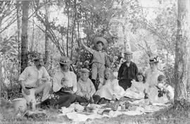 Boggs and Elworthy families on picnic