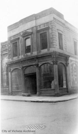 Building on the corner of Langley Street and Yates Street. Demolished 1949