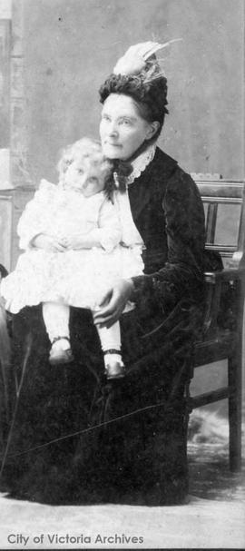 Mary Cridge (nee Winmill) with eldest granddaughter Maude Cran (later Mrs. Rowland Paget)