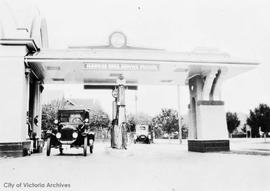 Hawkes Bros. service station at the N.W. corner of Moss Street and Fairfield Road