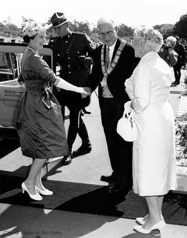 Queen Elizabeth II and Mayor Scurrah
