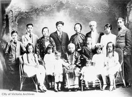 Lee Mong Kow family.  Mrs. Lee Kwan Sze, centre