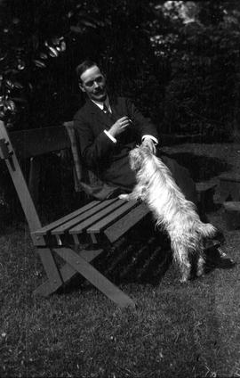 Pa [F.M. Rattenbury] and Moses [the dog]