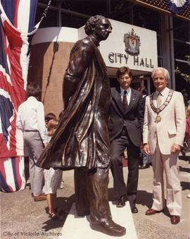 Mayor Peter Pollen and sculptor John Dann at unveiling of Sir John A. Macdonald Statue in front o...