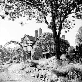 "Bostock family home at 1320 Rockland Avenue known as ""Schuuhum"""