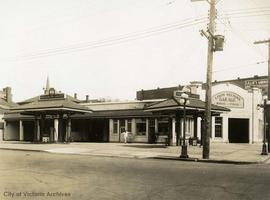 Louis Nelson's garage and Imperial Oil gas station