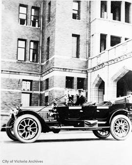 Car outside the Empress Hotel, July 20, 1912