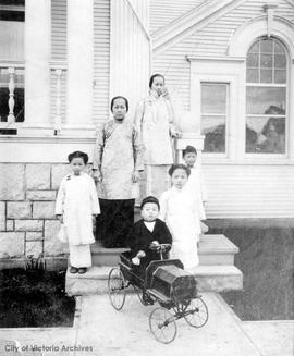 Lim Bang's family at their residence at 952 Queen's Avenue.  Children are Rose, Violet (Diin), Go...