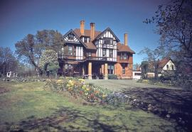 "Hewitt Bostock family home at 1322 Rockland Avenue known as ""Schuhuum"""