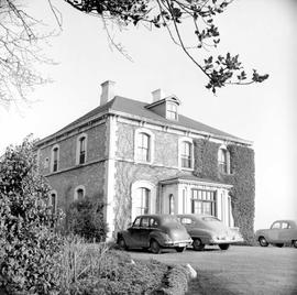 "B.W. Pearse family home at 1618 Fort Street known as ""Fernwood"""