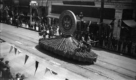 Hudson's Bay Company float in parade on Government Street