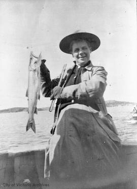 Agnes Deans Cameron with trout at Lake Athabasca